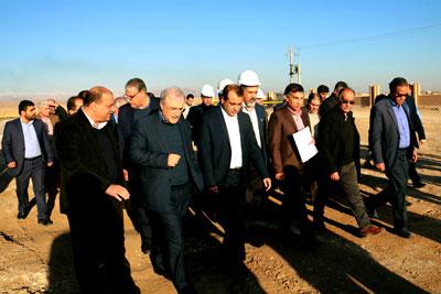 سرپرست وزارت بهداشت از بیمارستان در حال ساخت بقیه الله (عج) کاشان بازدید کرد